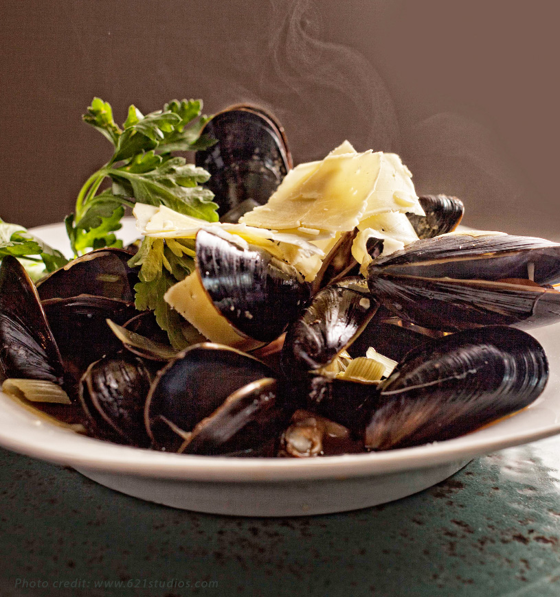 Galway steamed mussels w/ whiskey, mustard and shaved Irish cheddar